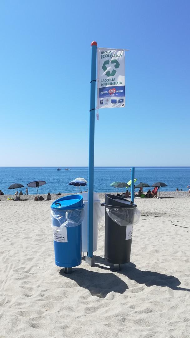 Isola Ecologica spiaggia.jpg