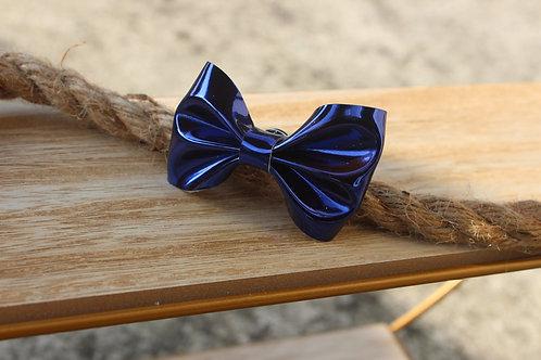 Le pin's nœud Bleu nuit brillant