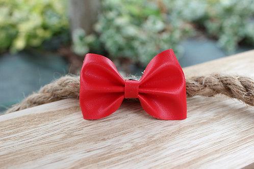 Le pin's nœud Rouge