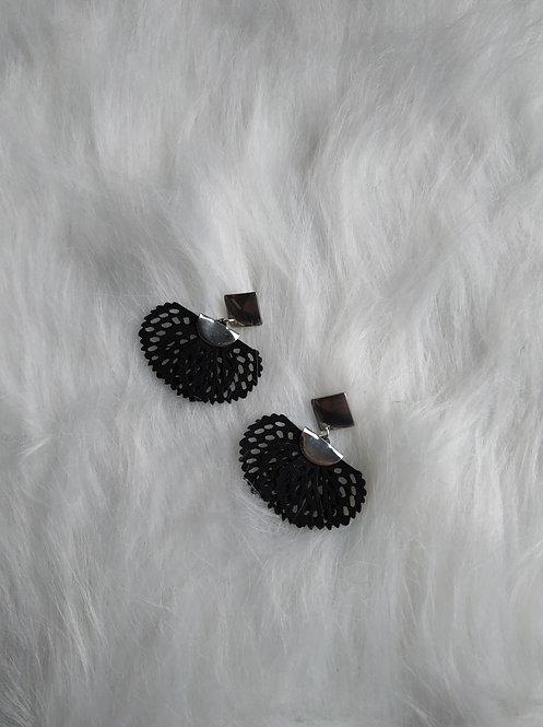 Boucle d'oreille fleurs Noir