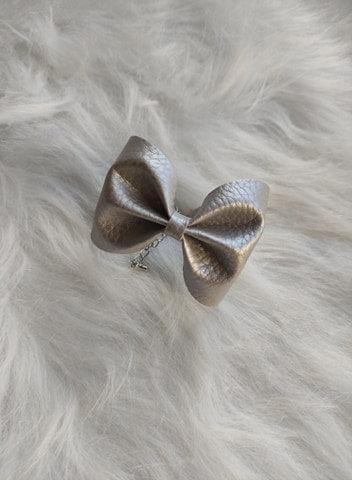 Le joli Bracelet nœud Gris argenté