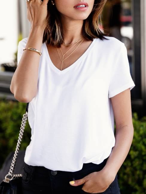 styling a white t-shirt
