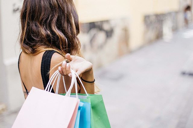 Inna Moment Shopping