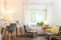Lounge Schreibtisch und Sitzecke.JPG