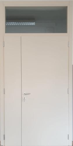 Porta laccata bianca due ante con maniglione antipanico