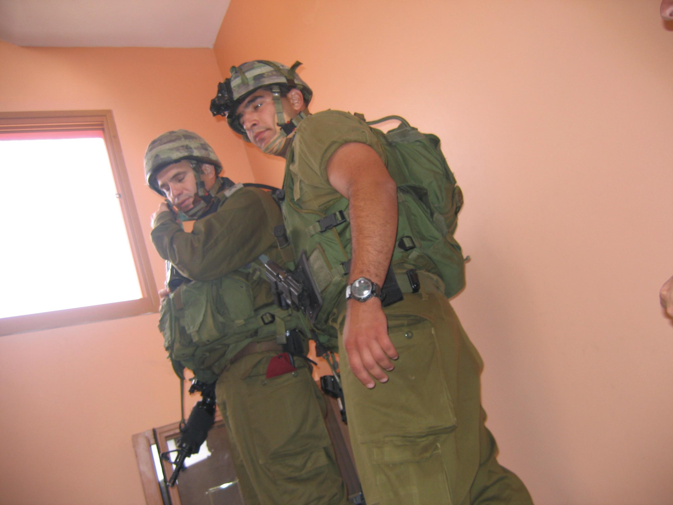 מפקד אוגדה במלחמה בתוך בית לבנוני