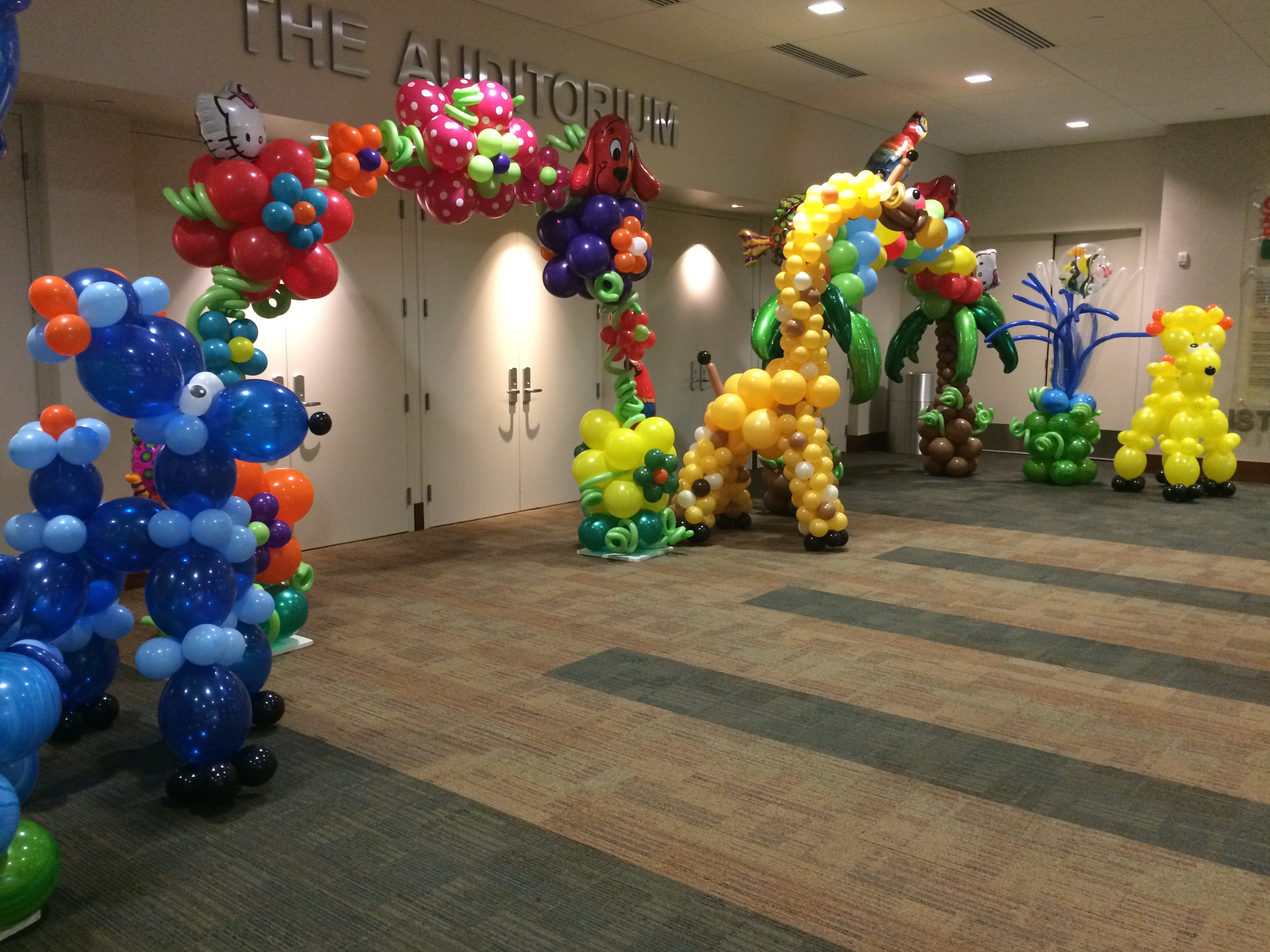 Tropical themed balloon decoration