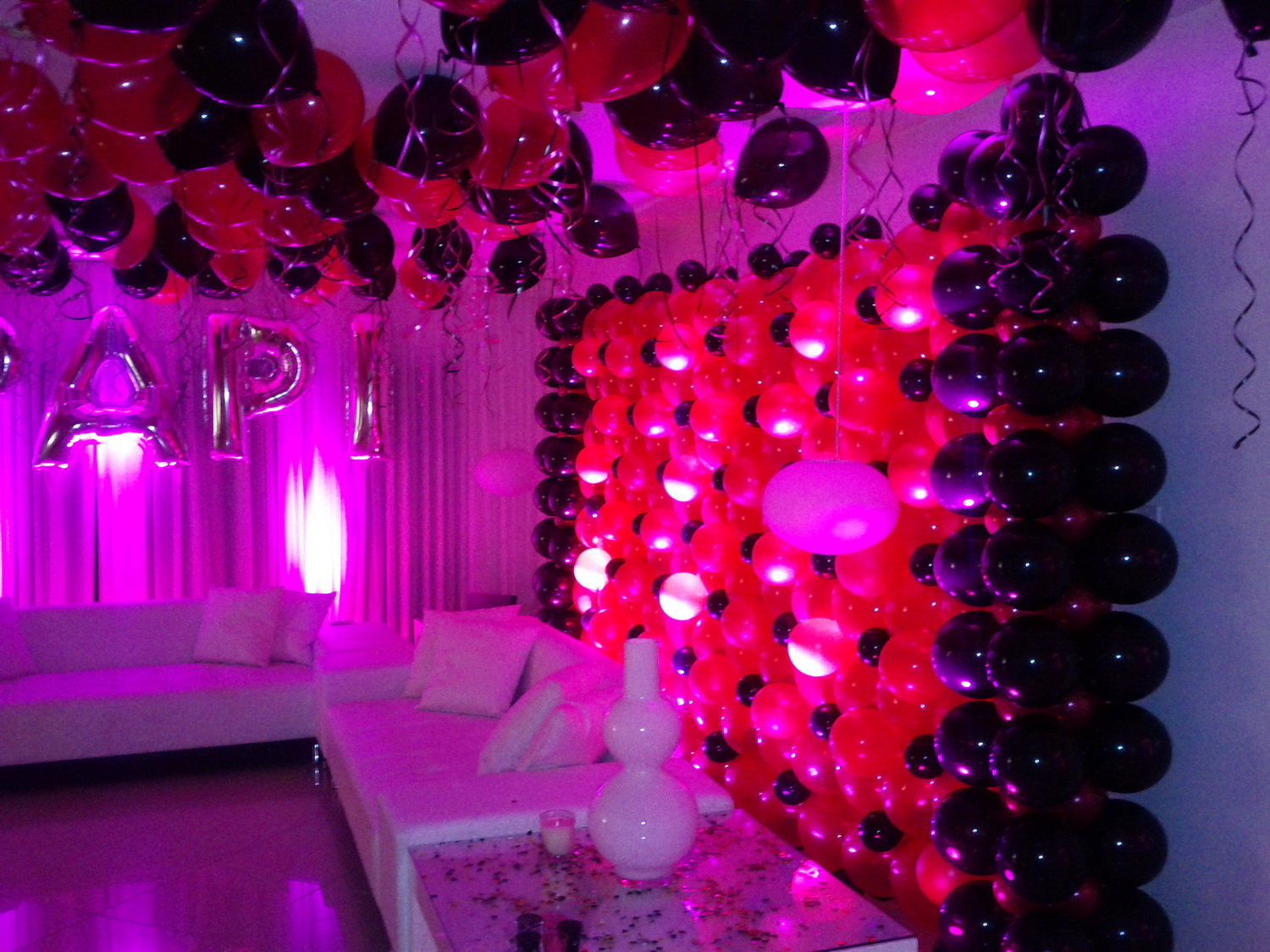Back & Hot Pink Balloon Wall