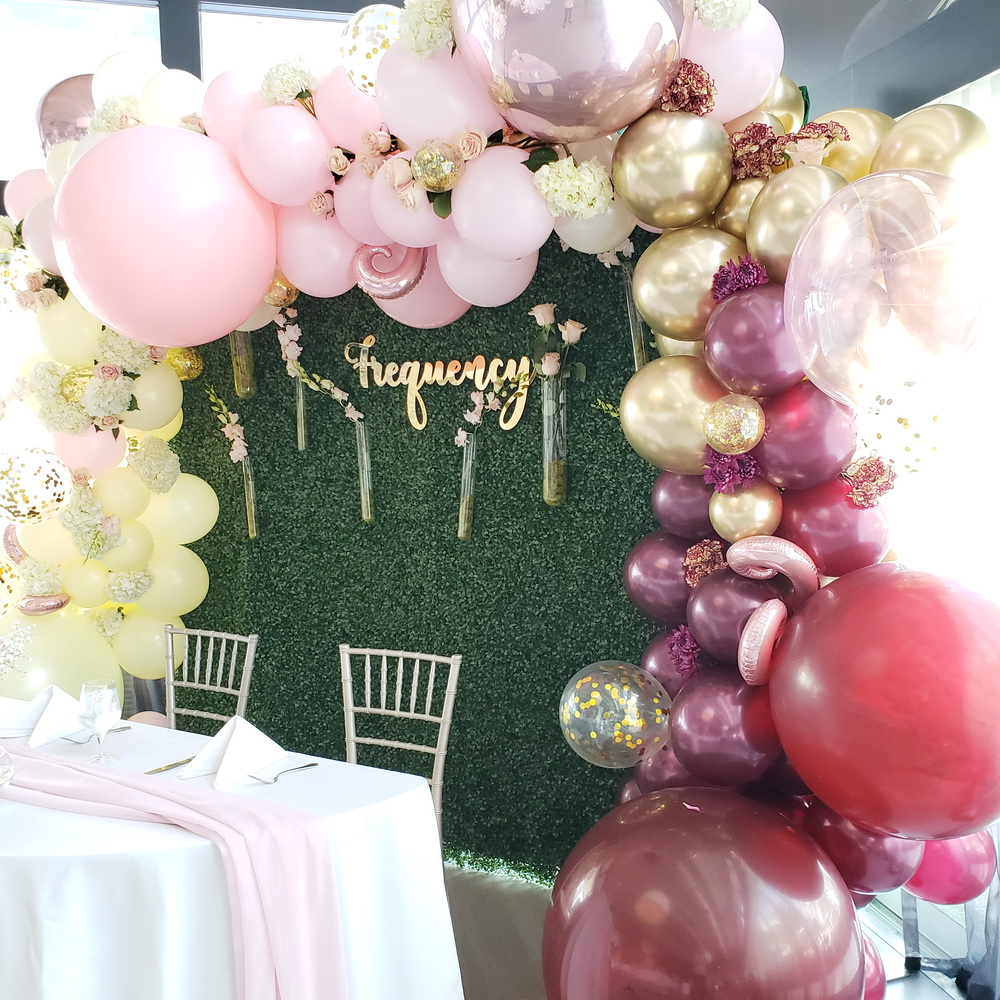 Greenery backdrop & organic Balloon garl