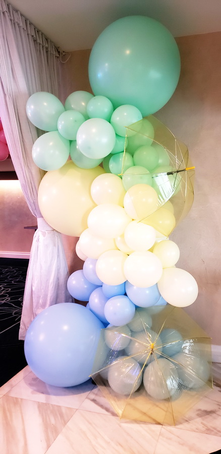 Organic Balloon Column with Umbrella