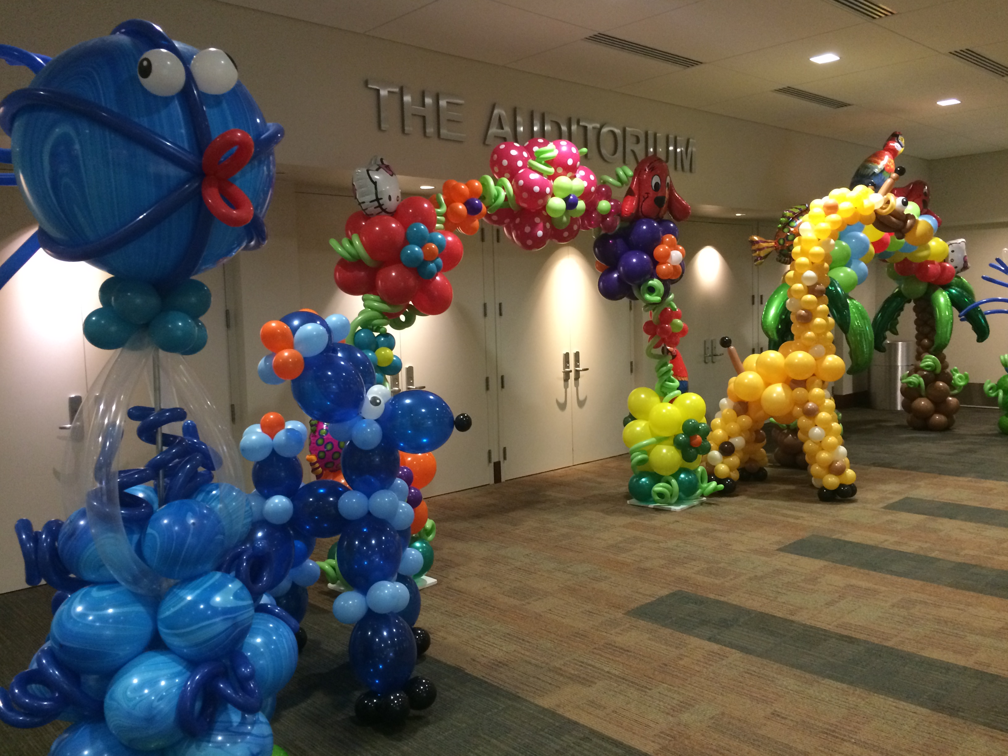 Flowers balloon arch