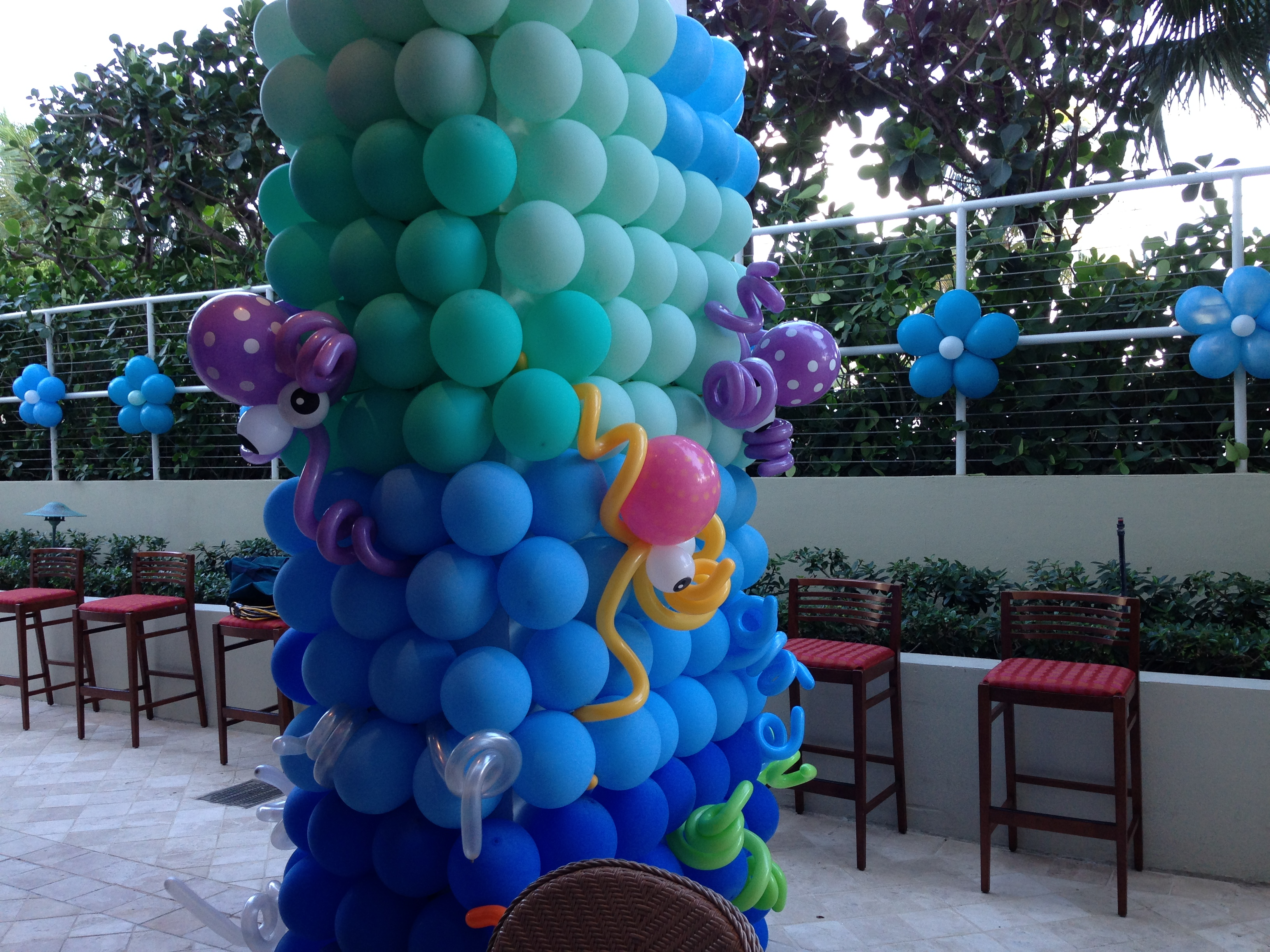 Underwater theme balloon wall