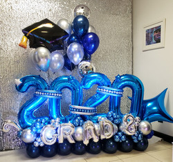 2020-Graduation-blue-balloons