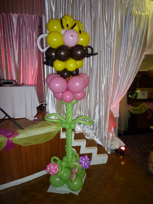 Honey & Flower balloon sculpture