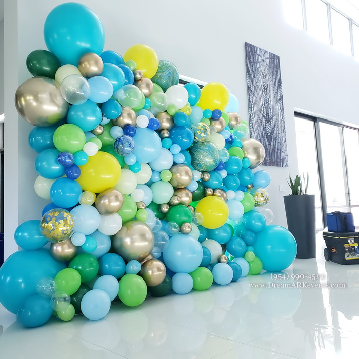 Organic balloon wall, Baby Shark theme 2
