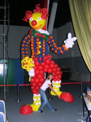 Huge Clown Balloon Sculpter
