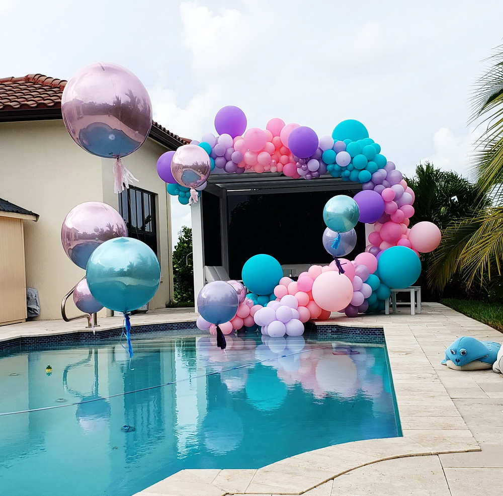Pool Party Balloon Decoration!