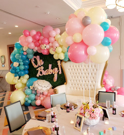 Baby shower decoration with flowers and balloons 7