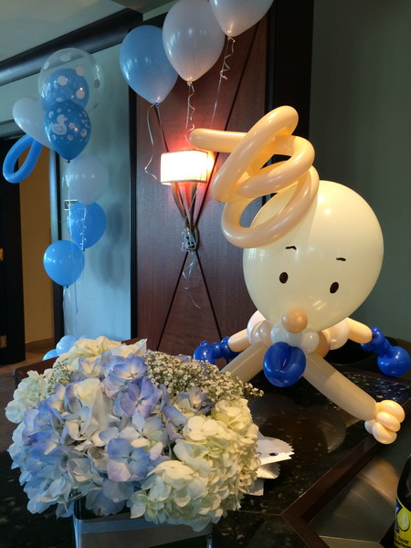 Baby shower balloon sculpture