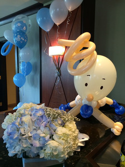 Baby shower balloon sculpture