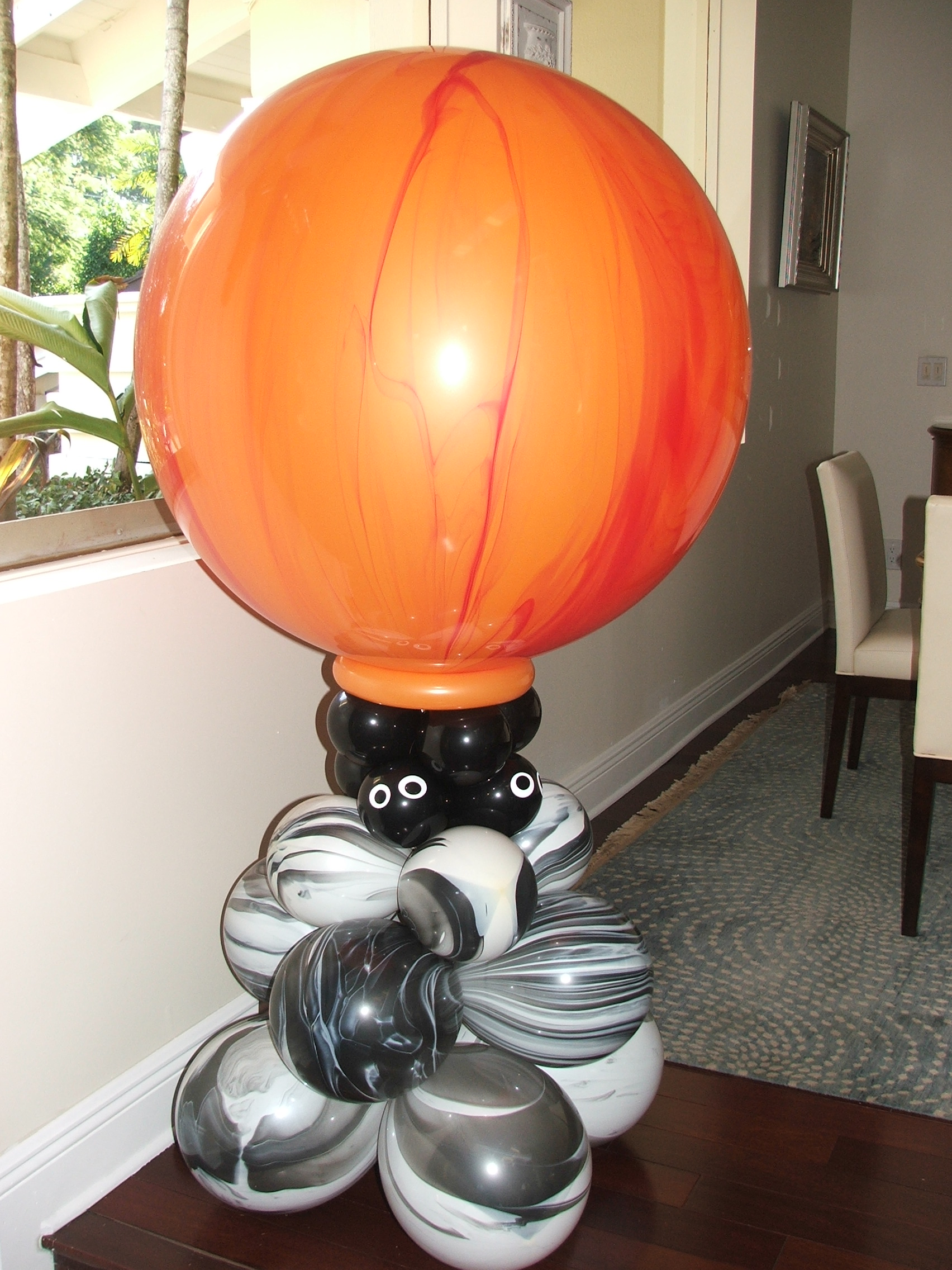 Halloween Balloon Column