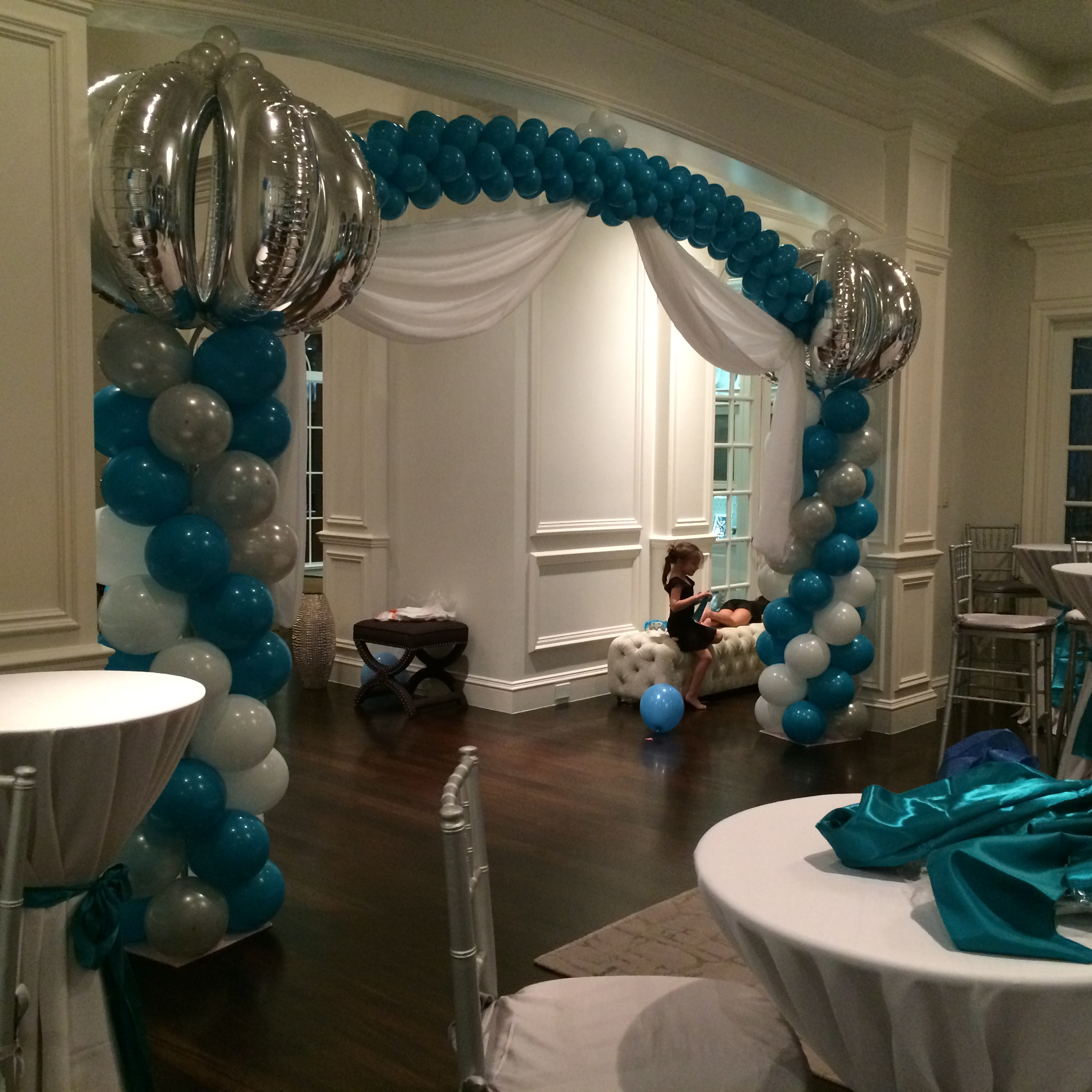 Winter Wonderland balloon arch