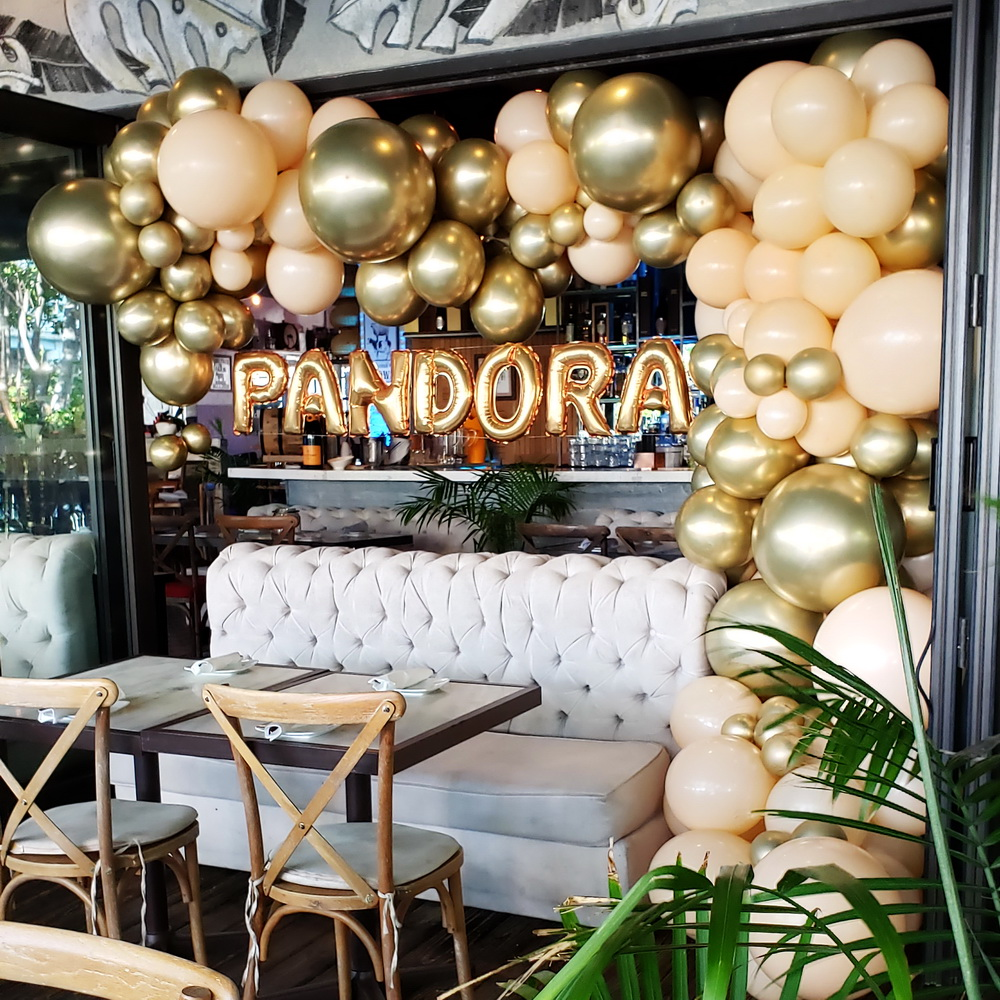 Luxury Goldish Balloon Garland with Name