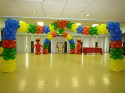 Elmo balloon arch