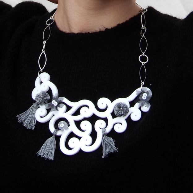 Carmen collar