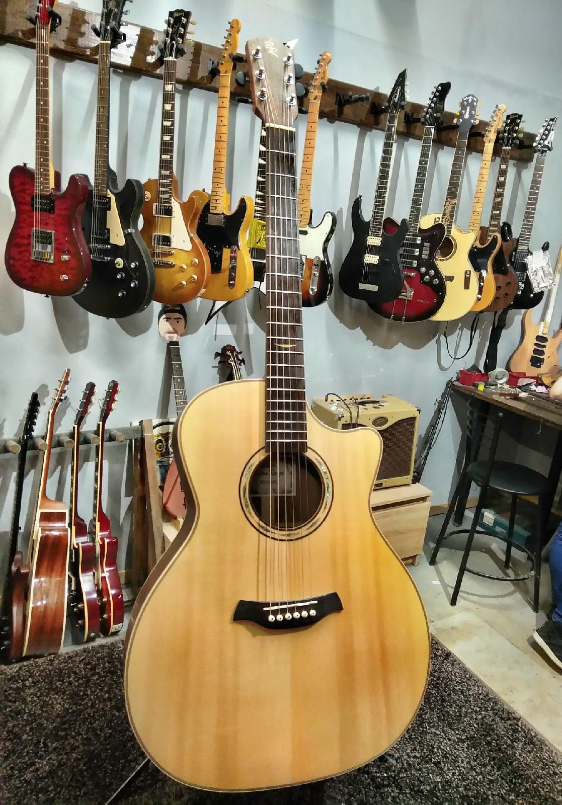 Акустическая гитара Baton Rouge AR101