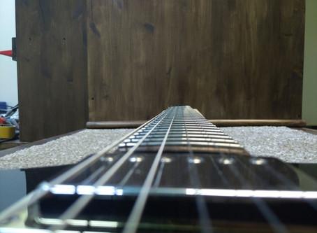 Что делать, если гриф гитары повело?