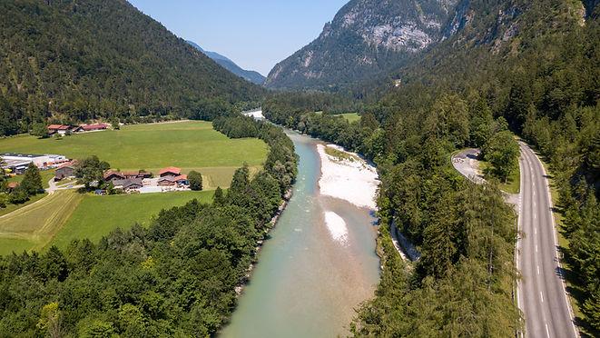 Saalach_Oberlauf_-_flussabwärts.jpg