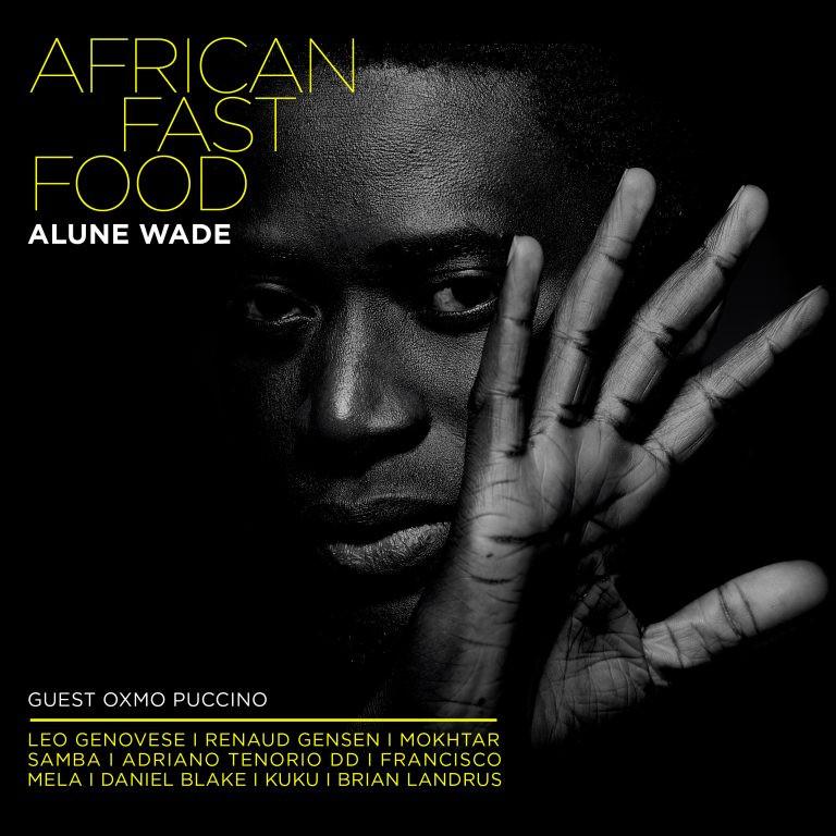 Une métamorphose: Alune Wade de Dakar (Sénégal) prône le métissage et veut donc transformer sa musique en poussant ses cordes plutôt du côté du jazz. Mais pas à cent pour cent histoire de garder ses racines africaines « Je souhaite faire de la musique équitable