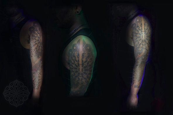 mens geometric tattoos, dotwork tattoos in london, dotwork tattooist in london, best dotwork in london, best geometric tattoo artist in london, deity tattoo, divine canvas, london tattooist, dotwork tattoos, mandala tattoos, cover up tattoo, geometric tattoos, tattooed men, central london tattoo studio, tattoo studio in kings cross