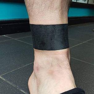 blackwork, blackwork tattoo, blackwork band tatoo, blackwork leg tattoo