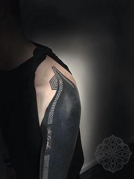 geometric dotwork tattoos, geometric tattoos, blackwork tattoos, dotwork tattoos, geometric tattoo london, dotwork tattoo london, rome tattoos, dotwork in london, dotwork tattoo artist in uk, london tattooists