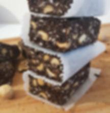 salame fit saudável de alfarroba e amendoim brownie