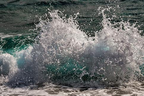 wave-4380296_1920.jpg