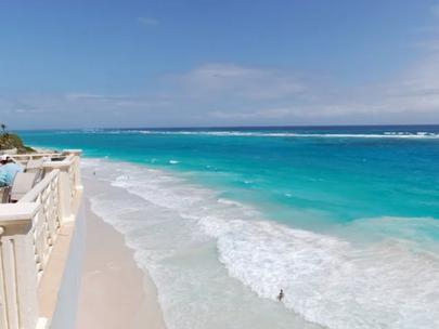 Барбадос пригласил всех удаленно работающих туристов переехать жить на остров на год