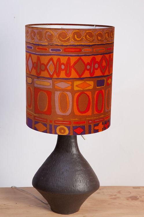 #209 / Tischlampe mit Lampenschirm