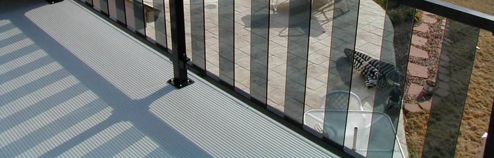 Contemporary-Glass-Deck-Railing-Systems.