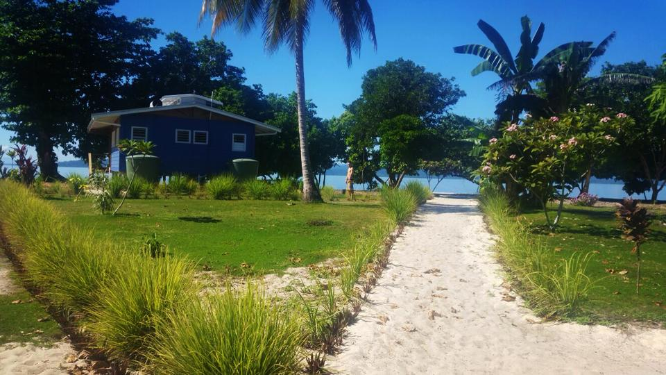 Footpath to beach and bungalow