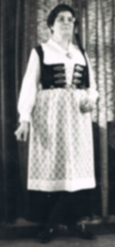 010 Amma in full Icelandic regalia.jpg