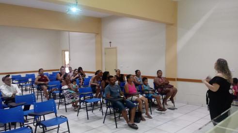 Beneficiários recebem palestra de Assistente Social