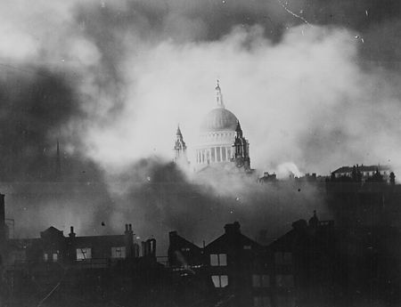 St-Pauls-in-London-Blitz.jpg