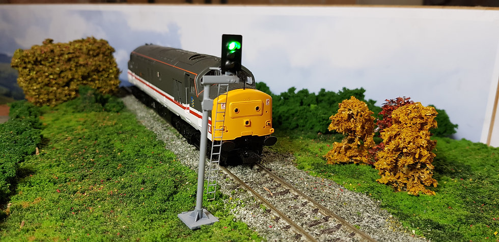 OO Gauge 3 Aspect RH Offset Platform Signal with Safety Ring