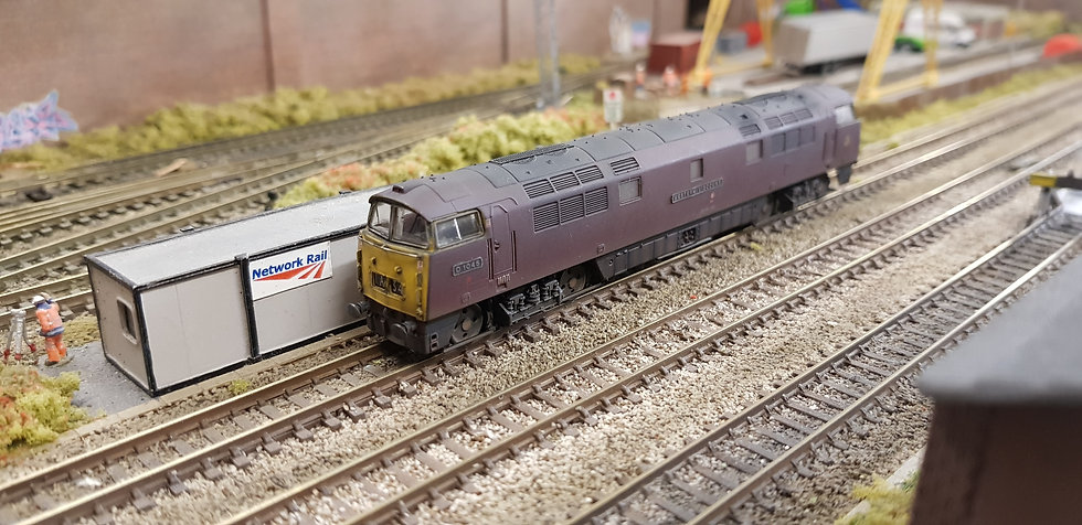 2D-003-009 Class 52 BR Maroon D1045 Western Viscount, Yellow Ends (Weathered)
