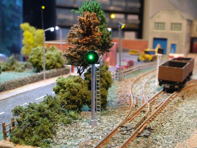 N Gauge 2 Aspect US Style Target Signal with Platform