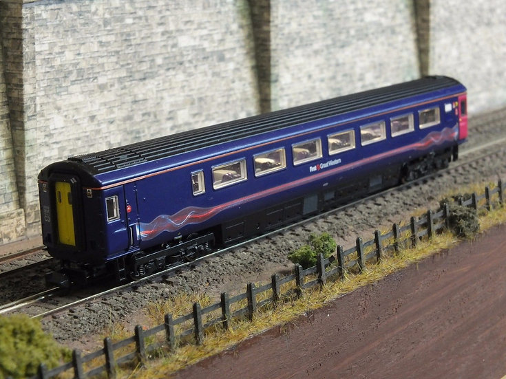 Dapol 2P-005-361 Mk3 TGS guard second 44009 in First Great Western 'dynamic lin
