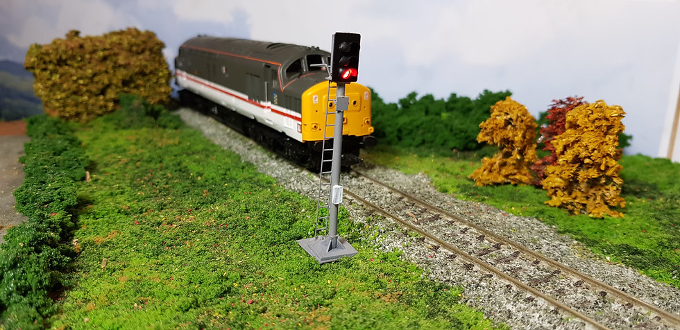 OO Gauge 3 Aspect Home Signal with Safety Ring